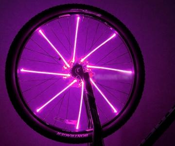 Яркая подсветка на колесо велосипеда