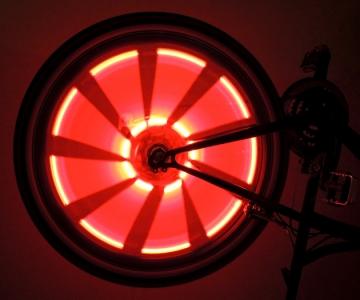 Фонарики на колеса велосипеда