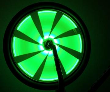 Велосвет зеленого цвета